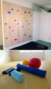 柔道で使われる畳を使った「たたみのお部屋」で、ボルタリングやストレッチ